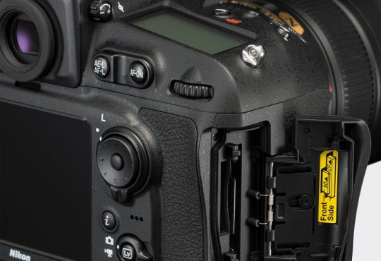 بطاقة الذاكرة المزدوجة للكاميرات